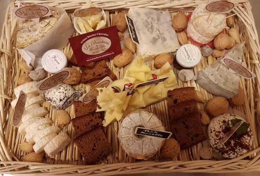 Boucherie du Pont de l'Arc 79   Boucherie également des fromages, des plats cuisinés, des vins et des produits d'épicerie fine au Pont-de-l'Arc