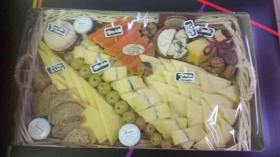 Boucherie du Pont de l'Arc 77   Boucherie également des fromages, des plats cuisinés, des vins et des produits d'épicerie fine au Pont-de-l'Arc