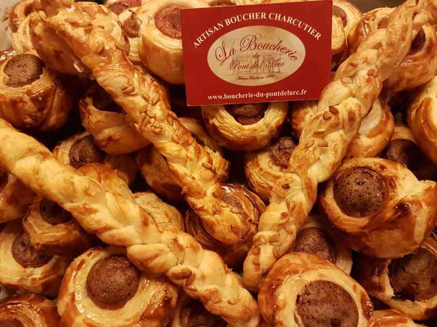 Boucherie du Pont de l'Arc49   Boucherie également des fromages, des plats cuisinés, des vins et des produits d'épicerie fine au Pont-de-l'Arc
