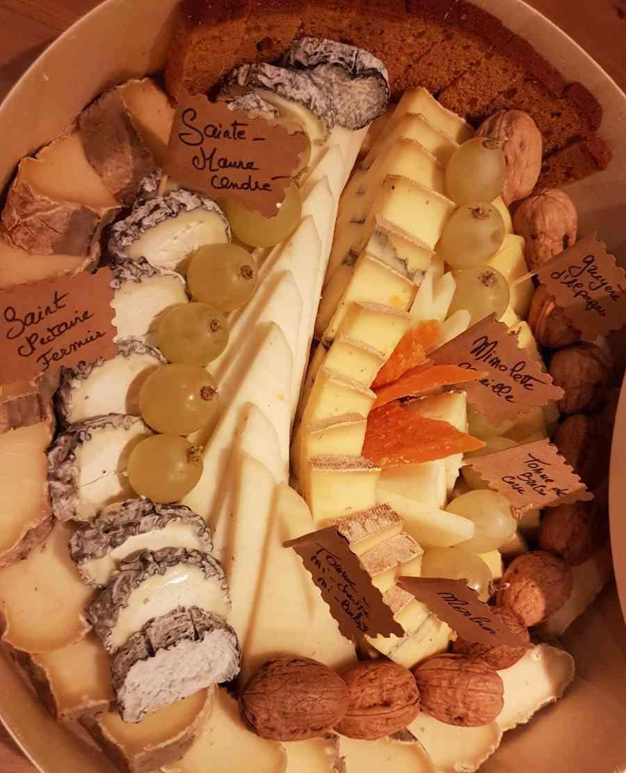 Boucherie du Pont de l'Arc 75   Boucherie également des fromages, des plats cuisinés, des vins et des produits d'épicerie fine au Pont-de-l'Arc