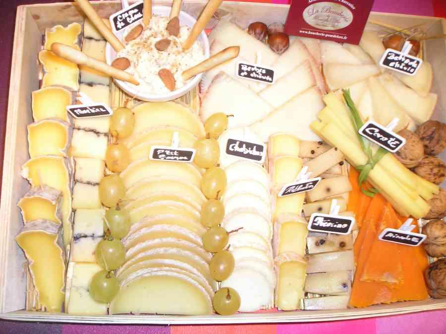 Boucherie du Pont de l'Arc 72   Boucherie également des fromages, des plats cuisinés, des vins et des produits d'épicerie fine au Pont-de-l'Arc