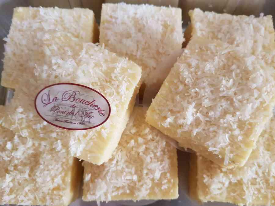Boucherie du Pont de l'Arc 39   Boucherie également des fromages, des plats cuisinés, des vins et des produits d'épicerie fine au Pont-de-l'Arc