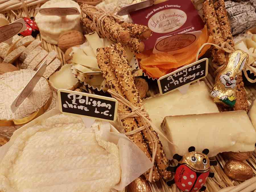 Boucherie du Pont de l'Arc 60   Boucherie également des fromages, des plats cuisinés, des vins et des produits d'épicerie fine au Pont-de-l'Arc