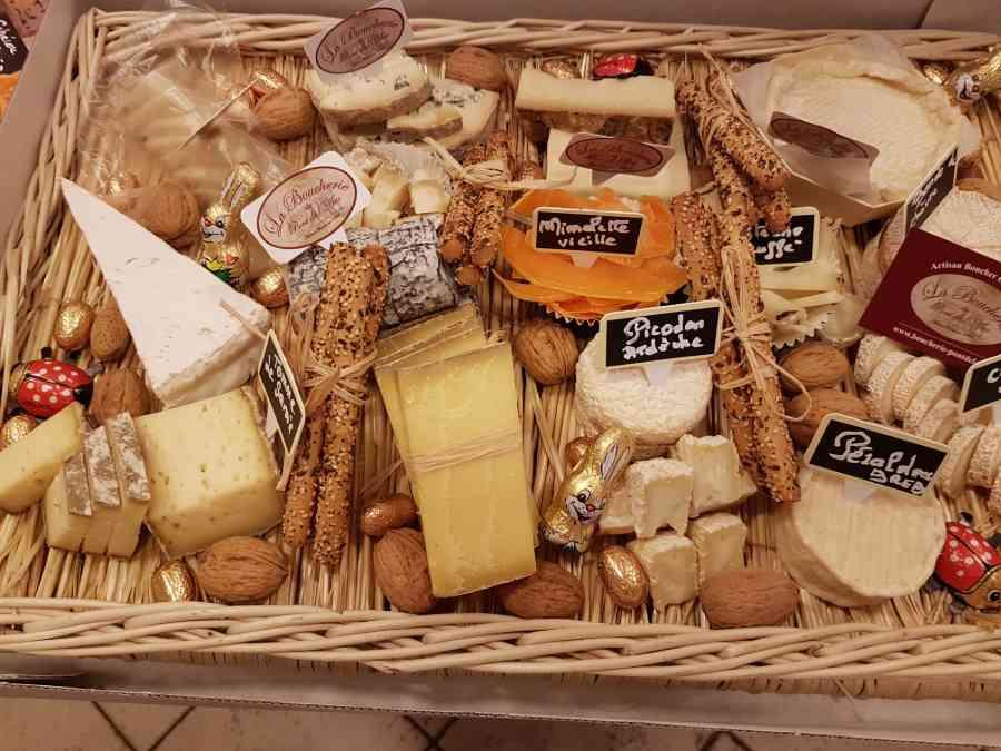 Boucherie du Pont de l'Arc 61   Boucherie également des fromages, des plats cuisinés, des vins et des produits d'épicerie fine au Pont-de-l'Arc