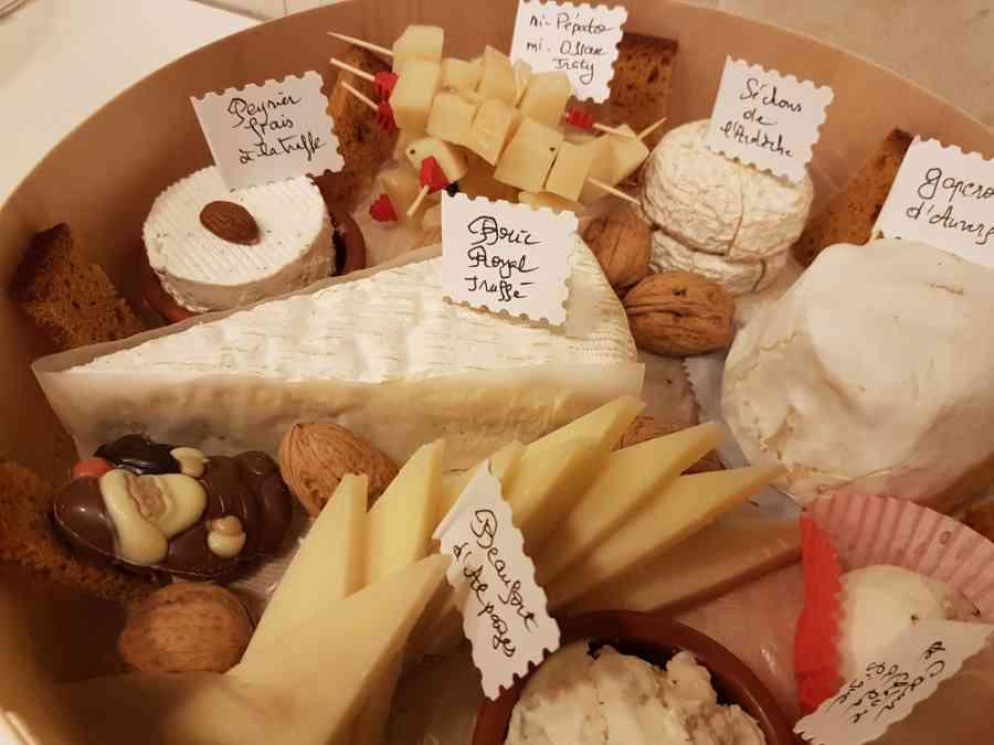 Boucherie du Pont de l'Arc 65   Boucherie également des fromages, des plats cuisinés, des vins et des produits d'épicerie fine au Pont-de-l'Arc