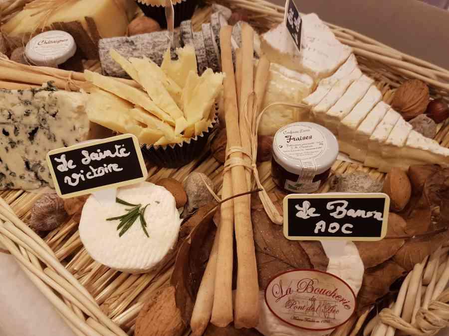 Boucherie du Pont de l'Arc 59   Boucherie également des fromages, des plats cuisinés, des vins et des produits d'épicerie fine au Pont-de-l'Arc